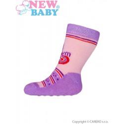 Dojčenské ponožky New Baby s ABS ružovo-fialové so srdiečkom