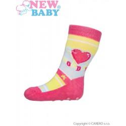 Dojčenské ponožky New Baby s ABS ružové so srdiečkom monday